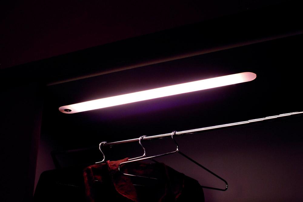 Люминесцентный светильник Evidence,  14 Вт, сенсорный выкл-ль с датчиком движения,  кабель 2000мм 670х60х35мм