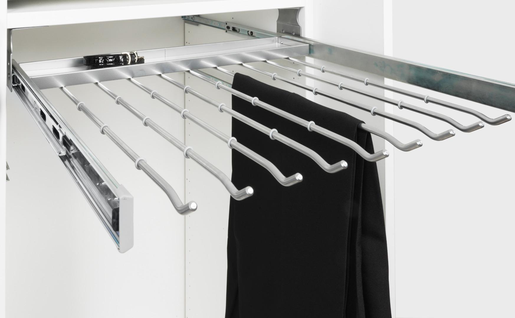 Выкатной держатель для брюк в шкаф 800 с крепежом на потолок серебристый